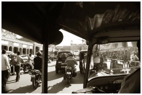 mencoba tricycle di Jaipur