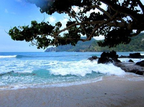 Wediombo Beach (courtesy of www.javaharmony.blogspot.com)